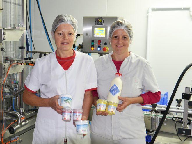 Préparation en laboratoire des yaourts de Sandrine et différents produits laitiers à Osebach 68 entre Mulhouse et Rouffach, Colmar