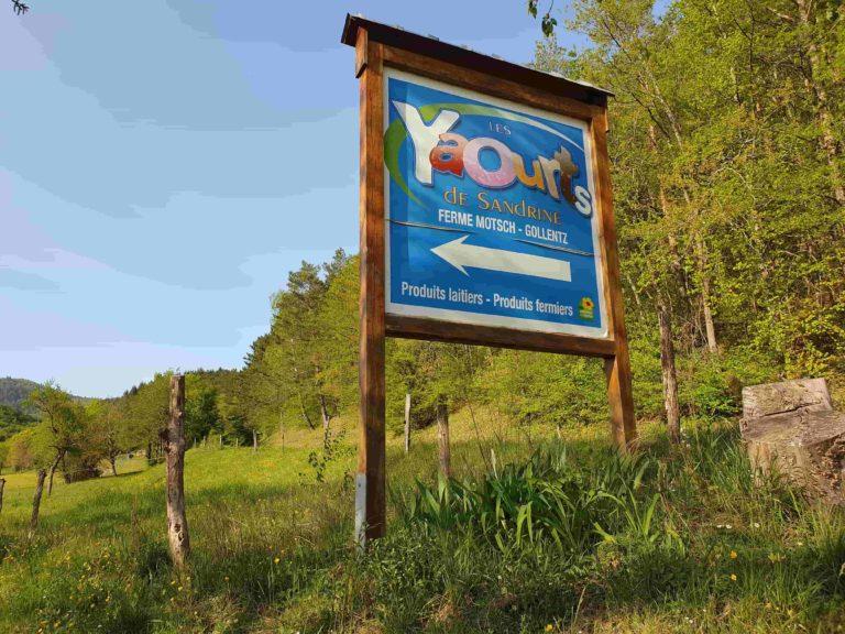 Panneau annonçant l'entrée du GAEG Les Yaourts de Sandrine à 68 Osenbach près de Gundolsheim - Alsace